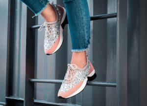 sneakersy z diamentami
